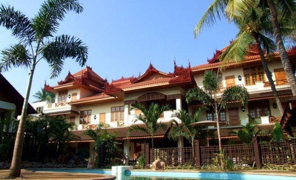 Mandalay: Hotel by the Red Canal