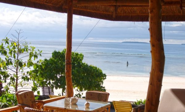 Bira: Bara Beach Bungalows